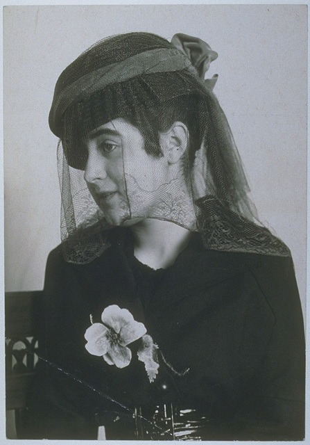 Mourning hat by Regina Friedländer Berlin, 1916, photograph by Nicola Perscheid Berlin, © Staatliche Museen zu Berlin